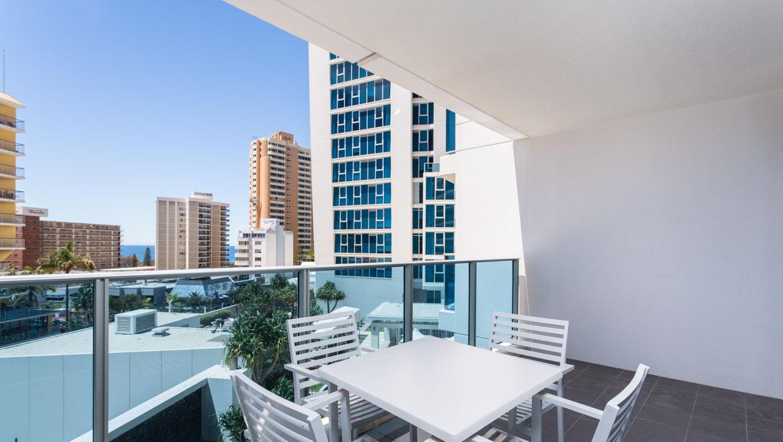 Surfers-Paradise-Accommodation-Balcony