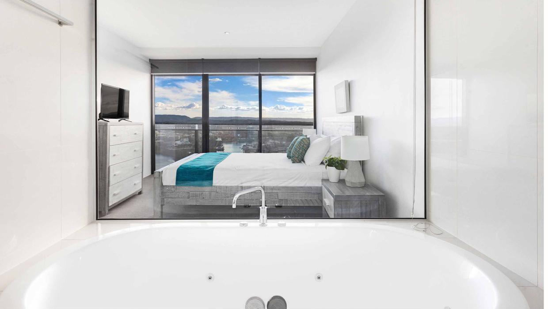 Circle On Cavill spa apartment