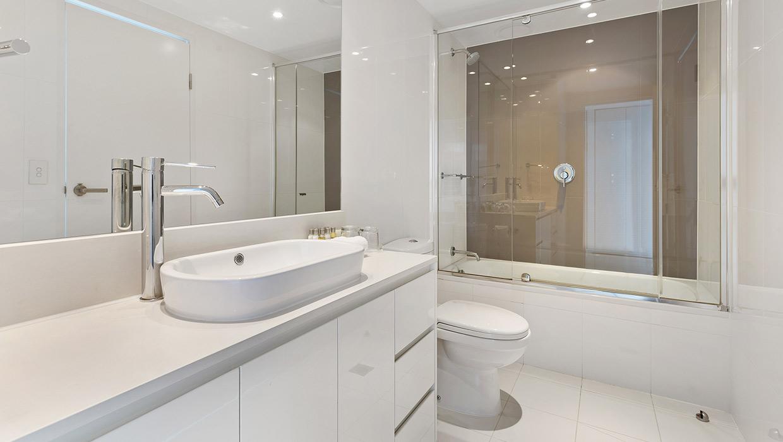H Residences level 21 ocean view shared bathroom with bath